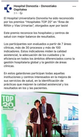 El Dr. A Begiristain, Subdirector quirúrgico recogiendo el Premio HOSPITALES TOP20 al Área de Riñón