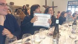 El Dr. Carlos Cano con el Diploma que acredita su premio a la mejor Comunicación de la reunión de HA