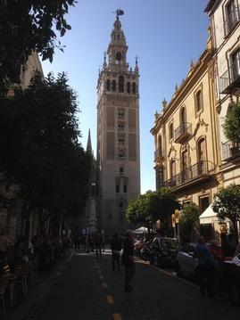 Sevilla. Unos días azules, una ciudad bonita y animada.