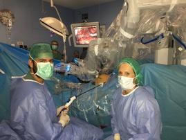 Un momento en el quirófano robótico
