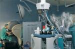 El Dr. J Estébanez en la consola del Robot Quirúrgico Da Vinci